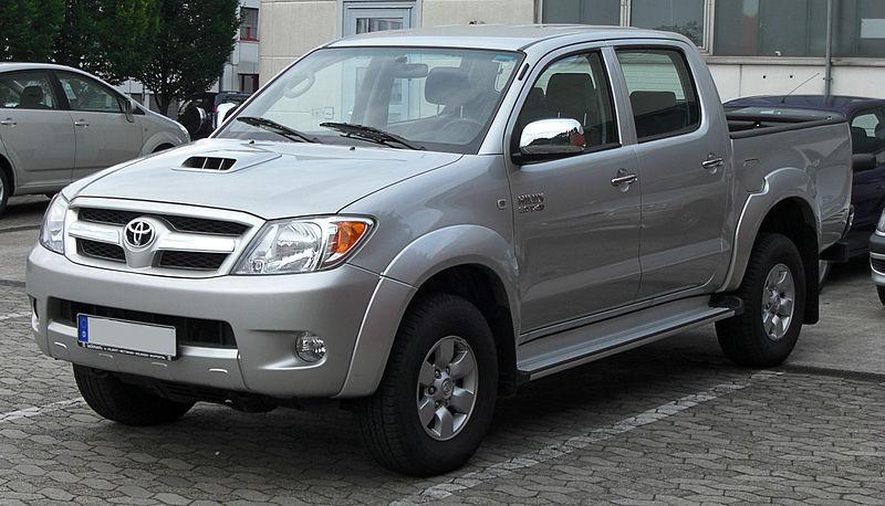 800px-Toyota_Hilux_Double_Cab_3_0_D-4D_front.jpg